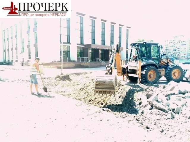 На Театральній площі в Черкасах знайшли поховання